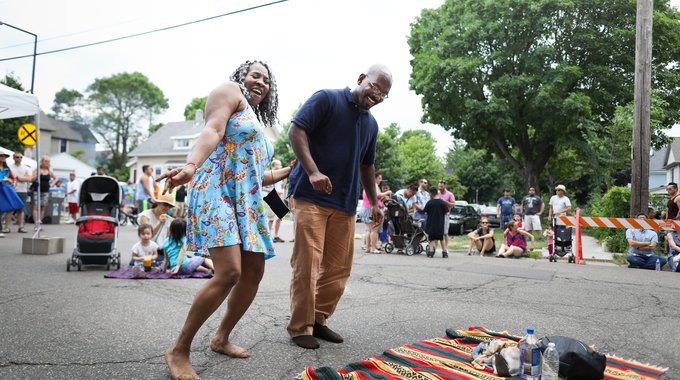 Karen Copeland and Robert Jones spend their sixth date together dancing in the streets as local reggae band Dred I Dread takes the stage.